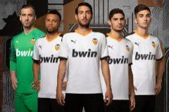 La primera equipación del Valencia diseñada por Puma para la campaña 19/20.