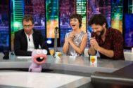 Pablo Motos, Úrsula Corberó y Álvaro Morte en El Hormiguero en Antena 3, donde la actriz reveló su mayor fobia mientras promocionaba La Casa de Papel