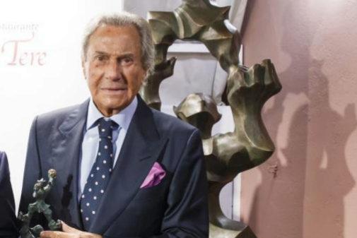 Arturo Fernández, recibe un premio de la Fundación Smedia.