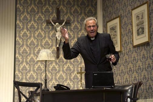 El actor Arturo Fernández en una de sus interpretaciones teatrales.