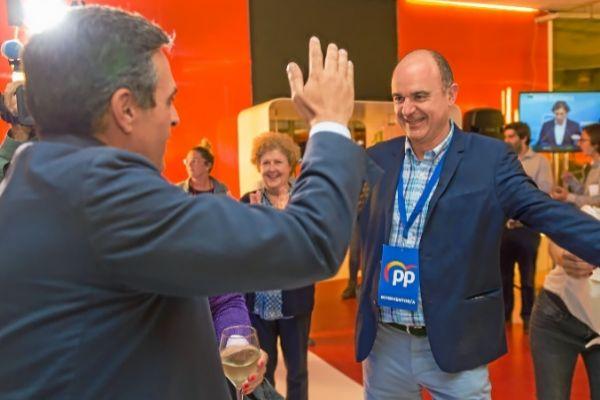 Marí Bosó y Vicent Marí la noche electoral del 26-M.