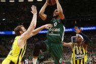Davies, en los cuartos de final de la Euroliga contra el Fenerbahçe.