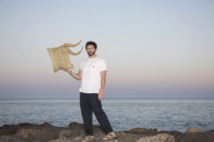 El artista Javier Sánchez  Medina ha creado en exclusiva para ME Sitges Terramar una serie de sus esculturas de bambú, mimbre y ratán.