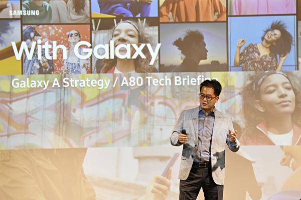 La nueva estrategia de Samsung: llegar a los jóvenes que quieren móviles más asequibles