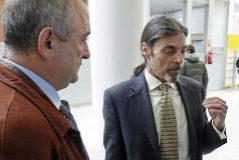 De izq. a dcha.: Fernando García, padre de una de las tres niñas de Alcàsser; Juan Ignacio Blanco  y Francisco Masset, abogado del padre.