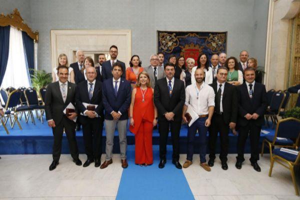 Foto de la nueva corporación municipal de Alicante el día de la investidura.
