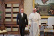 El presidente ruso, Vladimir Putin, y el Papa Francisco, en el Vaticano.