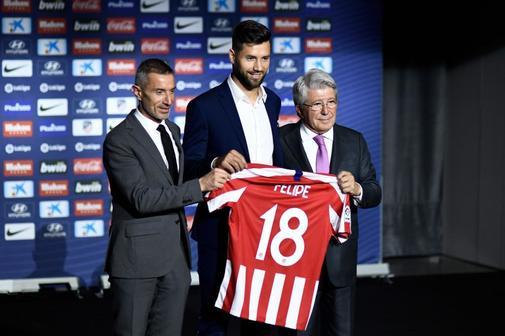 Cerezo, en la presentación de Felipe como nuevo jugador del Atlético.