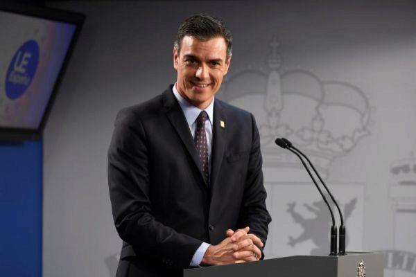 """GRAF7742. BRUSELAS.- El presidente del Gobierno, <HIT>Pedro</HIT> <HIT>Sánchez</HIT>, en su comparecencia posterior al Consejo Europeo, ha defendido que el acuerdo alcanzado para el reparto de cargos comunitarios es un acuerdo """"muy equilibrado"""" y ha aplaudido que una mujer vaya a presidir por primera vez la Comisión y que el español Josep Borrell vaya a ocupar un """"puesto vital"""". Pool Moncloa/"""