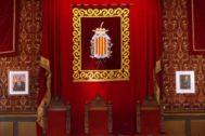 GRAFCAT1822. <HIT>TARRAGONA</HIT>.- El Ayuntamiento de <HIT>Tarragona</HIT> ha retirado el cuadro de más de dos metros del rey Felipe VI (i) que presidía la sala de plenos y lo ha sustituido por el escudo de la ciudad y por una fotografía del monarca de tamaño más pequeño (d) .
