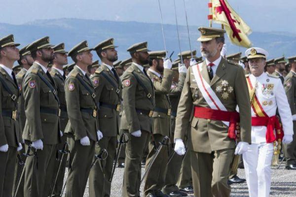 Felipe VI en la entrega de despachos en Talarn de 2017.