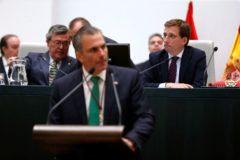 Ortega Smith y Almeida, en la investidura del alcalde.