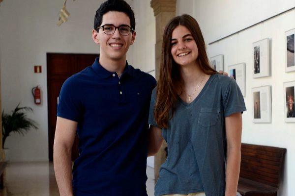 Los mejores alumnos de selectividad, Tomeu y Miriam, posan en Sa Riera de Palma.