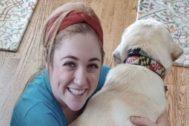Una imagen de la joven junto con su mascota de sus redes sociales.