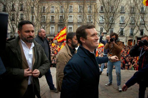 Pablo Casado junto a Santiago Abascal en la manifestación de Colón.