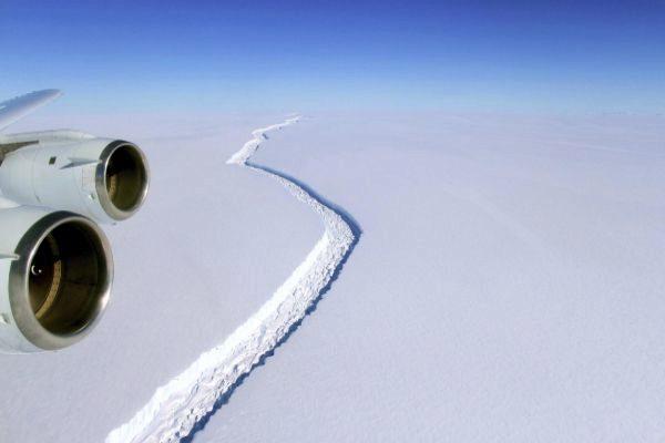 Desprendimiento de un gran iceberg en la plataforma Larsen C en julio de 2017