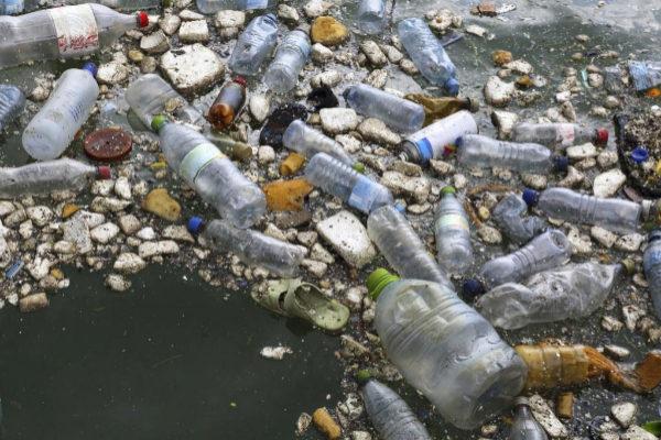 Residuos de plástico acumulados en el Océano Índico.