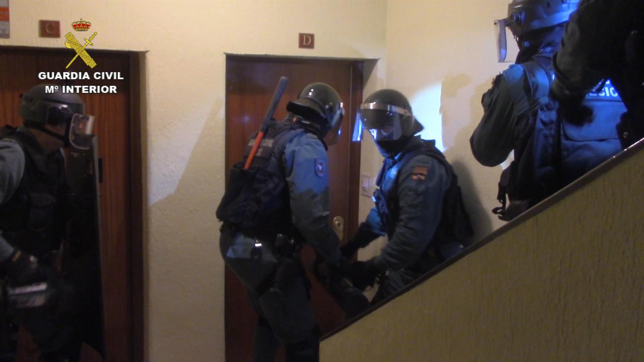 13 detenidos por robar viviendas habitadas y gasolineras
