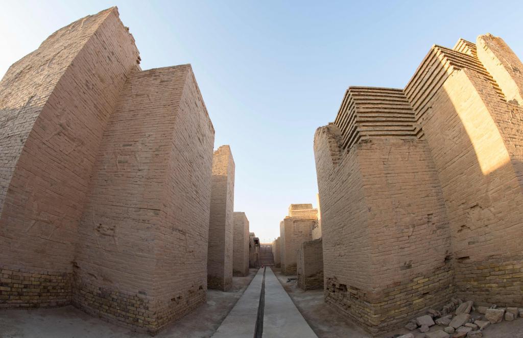 El conjunto mesopotámico de Babilonia se encuentra en Irak, un país devastado desde hace 40 años por la guerra y en el que los yihadistas destruyeron numerosos tesoros de la antigüedad. La inclusión como Patrimonio Mundial es un reconocimiento a la complicada lucha de Irak por conservar su legado arquitectónico.