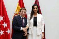 José Luis Martínez-Almeida y Begoña Villacís, en el Ayuntamiento de Madrid.