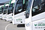 Vehículos de las líneas de transporte discrecional de Autocares Julià.