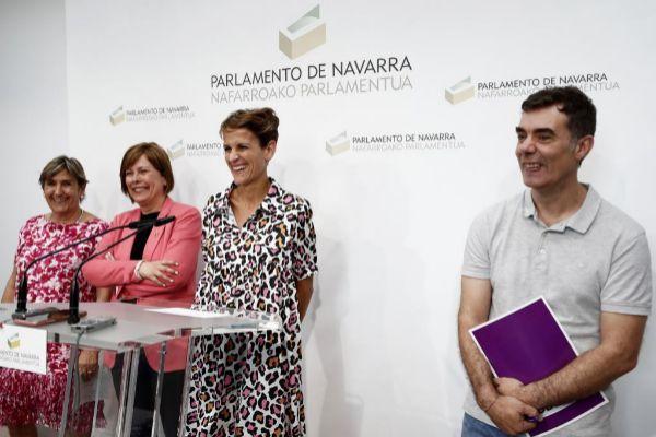 María Chivite (PSN), segunda por la derecha, junto a los representantes de Geroa Bai y Podemos en Navarra.