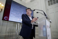 El presidente de la AIReF, José Luis Escrivá, en los cursos de verano de la UIMP.
