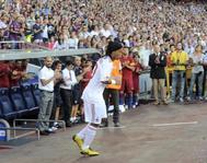 Ronaldinho, en el Trofeo Gamper de 2010, con la camiseta del Milan.