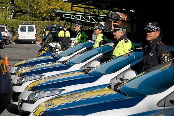 Un grupo de coches de la Policía Local en Alicante, en una imagen de archivo.