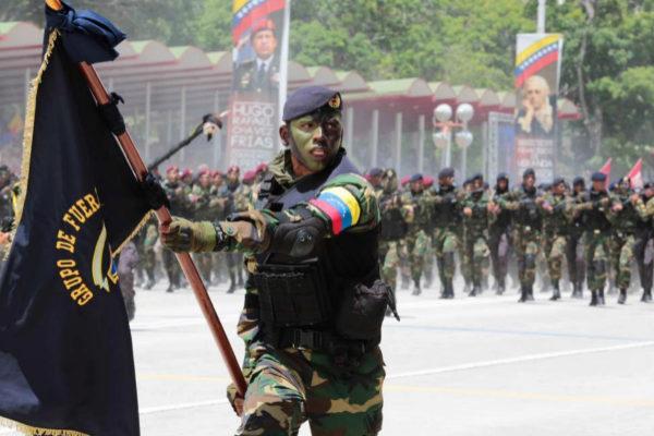 Soldados del ejército venezolano durante los desfiles por el Día de la Independencia en Caracas.