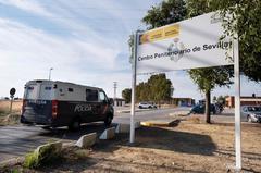 Un furgón policial traslada a miembros de La Manada a la cárcel Sevilla 1, el pasado 21 de junio.