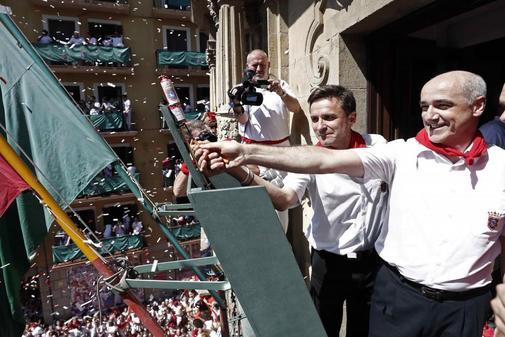 La Policía Municipal impide a Bildu y Geroa Bai colocar una ikurriña en el balcón del Ayuntamiento de Pamplona
