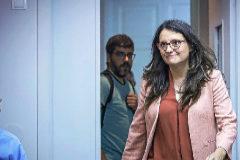 La portavoz del Consell, Mónica Oltra, ayer antes de la rueda de prensa del pleno del Gobierno valenciano.