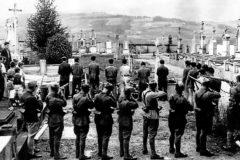 Unos niños, a la izquierda, observan una ejecución por parte de «unos soldados de Franco» en 1936. La imagen se publicó en 'El Norte de Castilla'.