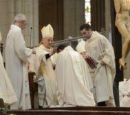 El ex nuncio en España, Renzo Fratini, durante la ordenación de un obispo en Vitoria, en 2016.