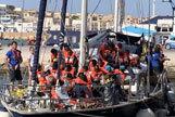 El barco de una ONG con 41 inmigrantes atraca en Lampedusa sin permiso