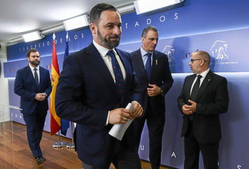 Santiago Abascal, junto a Francisco José Alcaraz, Javier Ortega Smith e Iván Espinosa de los Monteros, en un homenaje a las víctimas del terrorismo.