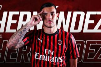 Theo Hernández con la camiseta del Milan