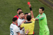 Copa America Brazil 2019 - Third Place Play Off - Argentina v Chile Soccer Football - Copa America Brazil 2019 - Third Place Play Off - Argentina v Chile - Arena Corinthians, Sao Paulo, Brazil - July 6, 2019 Chile's Gary Medel and Argentina's Lionel <HIT>Messi</HIT> are shown a red card by referee Mario Diaz de Vivar REUTERS/Ueslei Marcelino TPX IMAGES OF THE DAY