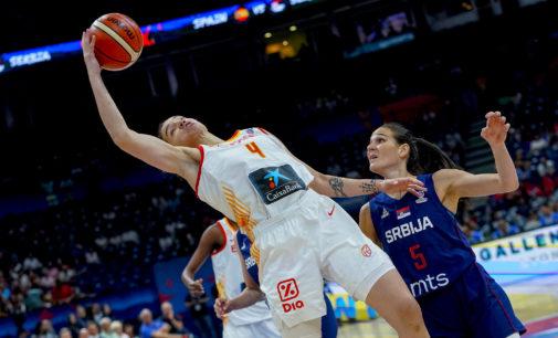 Nicholls, en una acción contra Serbia.
