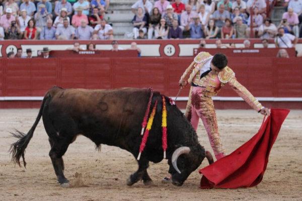 Paco Ureña, en un momento de su faena con 'Figura'.