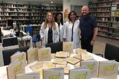 Donación de libros en el Hospital Universitario La Fe, en Valencia.