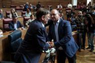 El presidente de la Generalitat, Ximo Puig, y el vicepresidente segundo, Rubén Martínez Dalmau, en las Cortes.