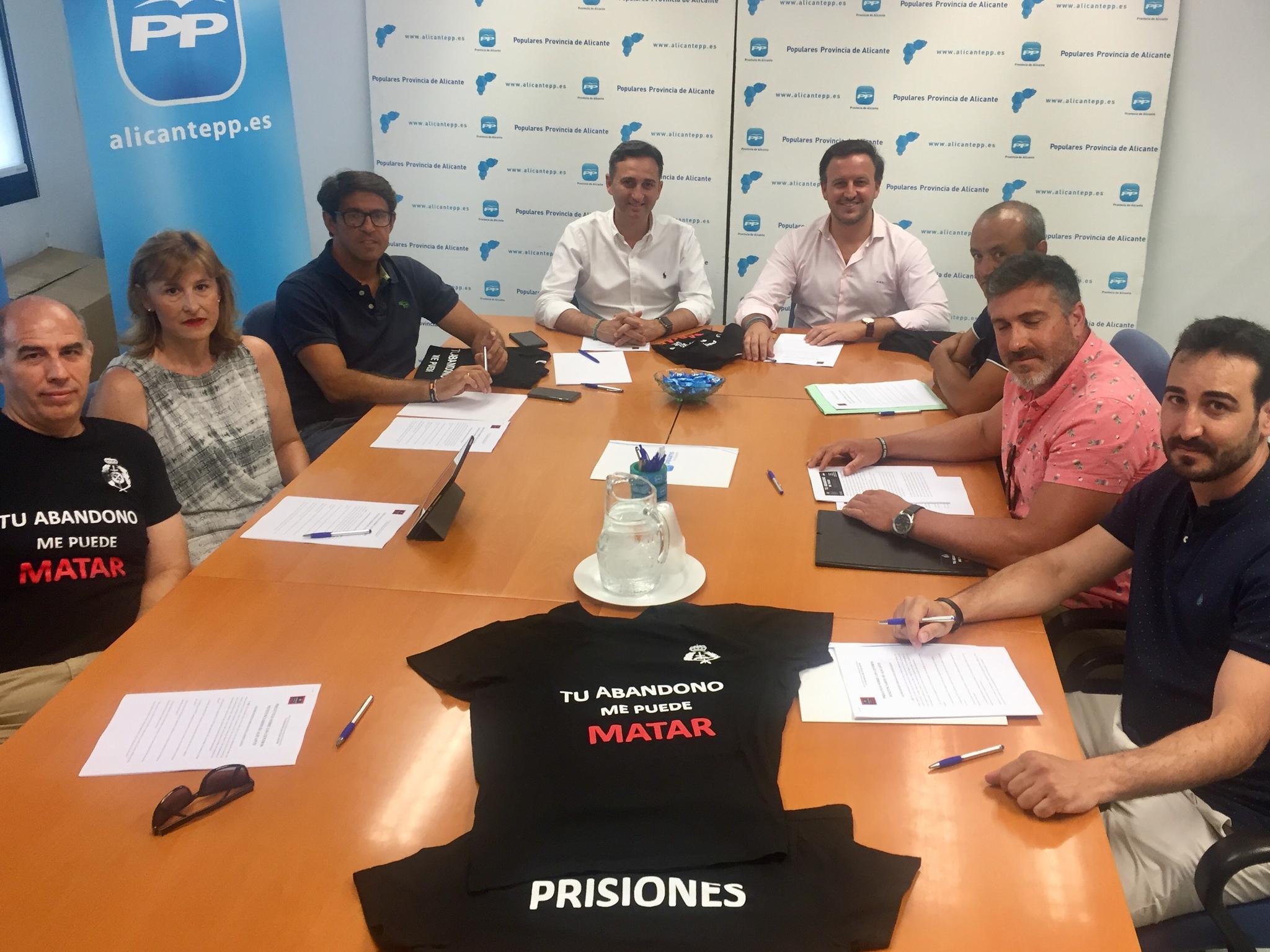 Reunión de Sánchez y Ruz con la asociación de funcionarios de prisiones.