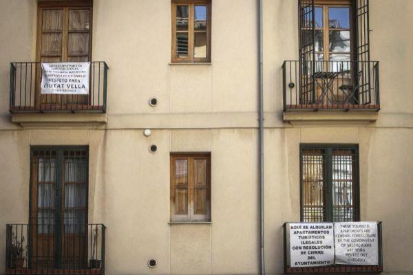 Vecinos del centro de valencia denuncian la presencia de apartamentos ilegales de alquiler para turistas.