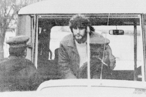 Arnaldo Otegi, cuando fue detenido en 1983 en Francia, adonde había huido. Tenía 24 años. Fue entregado a España, donde fue imputado por cuatro secuestros.