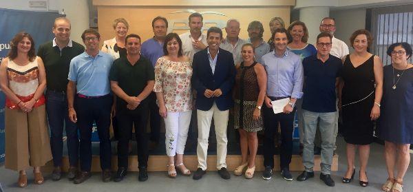 Los candidatos del PP con Carlos Mazón, en el centro.