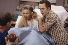 Fibi, la protagonista de 'Friends', que hizo de madre subrogada de trillizos para su hermano en la serie de ficción.