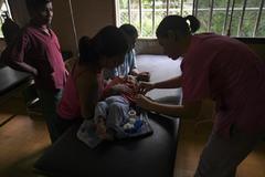 Mujeres venezolanas, en una consulta cerca de Machiques.