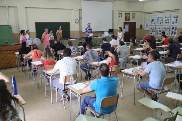 Opositores, durante un examen.